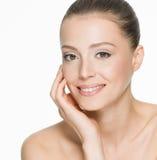 Mooie glimlachende vrouw met schone huid Stock Fotografie