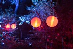 Mooie gloeiende lantaarns bij nacht royalty-vrije stock fotografie