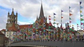 Mooie Gotische kathedraal in de oude stad van Lausanne, sightseeingsreis aan Zwitserland stock footage