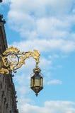 Mooie gouden decoratieve vervaardigde lantaarn Stock Foto's