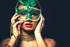 Mooie gouden glamourvrouw Royalty-vrije Stock Afbeelding