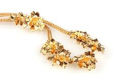Mooie gouden halsband en oorringen royalty-vrije stock afbeeldingen