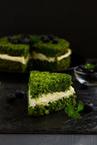 Mooie groene cake met spinazie Stock Afbeelding