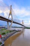 Mooie Grote Bhumibol-Brug/Grote brug bij de rivier Royalty-vrije Stock Foto's