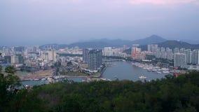 Mooie Hainan Sanya Landscape met Bos en Bergen op Achtergrond stock video