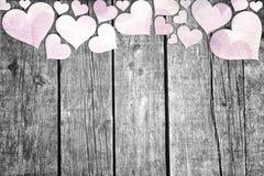 Mooie harten op houten achtergrond Stock Afbeeldingen
