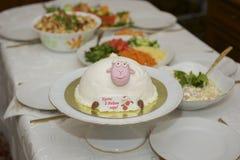 Mooie heerlijke cake Royalty-vrije Stock Afbeeldingen