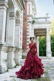 Mooie heks in purpere kleding Royalty-vrije Stock Afbeelding