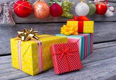 Mooie heldere giften van Santa Claus Royalty-vrije Stock Fotografie