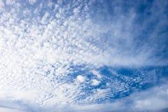Mooie hemel in de zonnige dag Royalty-vrije Stock Afbeeldingen