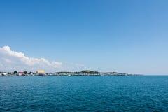 Mooie hemel en blauwe oceaan Royalty-vrije Stock Afbeelding