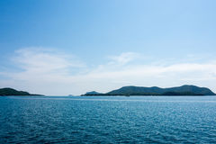 Mooie hemel en blauwe oceaan Stock Afbeeldingen