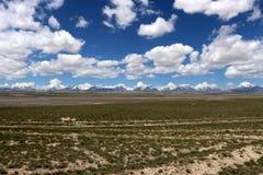 Mooie hemel en wolken boven de bergen Royalty-vrije Stock Fotografie