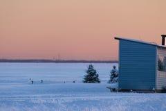 Mooie hemel met de kleur van een de winterzonsondergang Stock Afbeeldingen