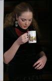 Mooie het drinken thee Royalty-vrije Stock Afbeeldingen