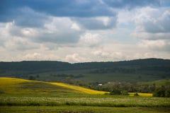 Mooie heuvels onder de blauwe hemel Royalty-vrije Stock Fotografie
