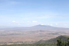 Mooie heuveltjes en de vulkaan van MT Longonot in de grote spleetvallei van Kenia Stock Foto