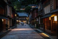 Mooie Higashi Chaya District bij schemer, Kanazawa, Chubu-prefectuur, Japan stock fotografie