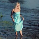 Mooie hogere blondevrouw Stock Foto