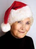 Mooie hogere vrouw met de hoed van de Kerstman Stock Afbeeldingen