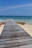 Mooie houten pijler op strand Royalty-vrije Stock Fotografie