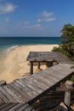 Mooie houten pijler op strand Stock Foto