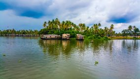 Mooie huisboot in binnenwateren van Kerala stock foto