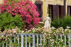 Mooie huizen en tuinen in Venetië, Italië royalty-vrije stock fotografie
