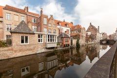 Mooie huizen langs de kanalen van Brugge, België Royalty-vrije Stock Foto