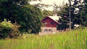 Mooie hut in de berg stock video