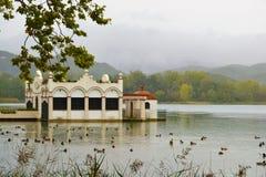 Mooie hut in stokvissen van Banyoles Catalonië, Spanje royalty-vrije stock fotografie