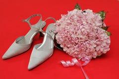 Mooie huwelijksschoenen en bloem Royalty-vrije Stock Foto