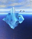 Mooie Ijsberg in Oceaan met Peul van Dolfijnen Stock Afbeeldingen