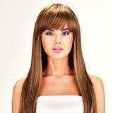 Mooie Indische vrouw met lang recht bruin haar Stock Afbeeldingen
