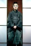 Mooie Japanse kimonovrouw met samoeraienzwaard royalty-vrije stock afbeelding