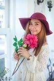 Mooie jonge Aziatische vrouw stock foto