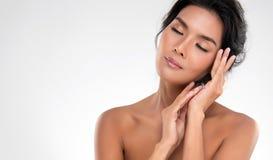 Mooie Jonge Aziatische Vrouw met Schone Verse Huid stock foto's