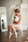 Mooie jonge ballerina in pointe Stock Foto