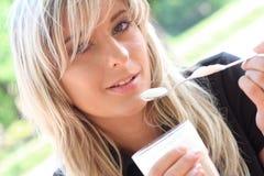 Mooie jonge blonde in close-upmening Royalty-vrije Stock Afbeeldingen