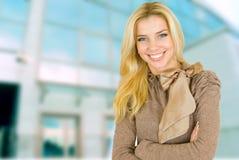 Mooie jonge blonde vrouw Stock Foto