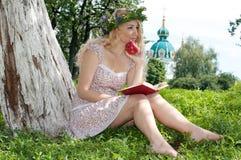 Mooie jonge blonde vrouw. Royalty-vrije Stock Foto's