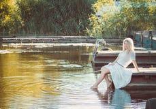 Mooie Jonge Blonde Vrouw Stock Afbeelding