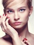 Mooie jonge blonde vrouw Stock Fotografie