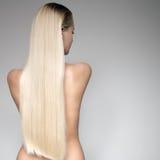 Mooie Jonge Blonde Vrouw met Lang Recht Haar stock afbeeldingen