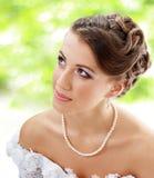 Mooie jonge bruid openlucht royalty-vrije stock fotografie