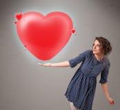 Jonge dame die mooi 3d rood hart houden Royalty-vrije Stock Afbeelding