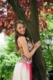 Mooie jonge dame in het park Stock Afbeelding
