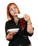 Mooie jonge die vrouw met kop van koffie, op wit wordt geïsoleerd Royalty-vrije Stock Fotografie