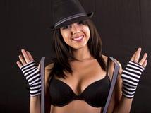 Mooie jonge donkerbruine vrouwelijke entertainer Royalty-vrije Stock Afbeelding