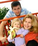 Mooie jonge familie Stock Afbeeldingen